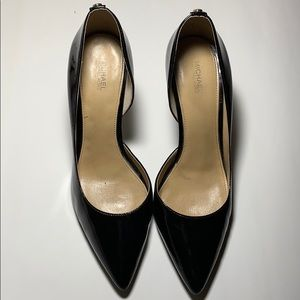 Michael by Michael Kors Patent Pumps pointed toe